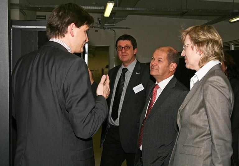 Bürgermeister und Senatorin am KlimaCampus