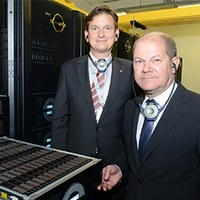 """New supercomputer """"Mistral"""" at DKRZ ensures Germany's leading position in climate research"""